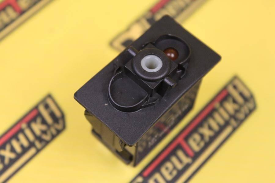 Переключатель кабины JCB универсальный 3 позиционный 8 контактов (701/60016, 701-60016, 70160016)