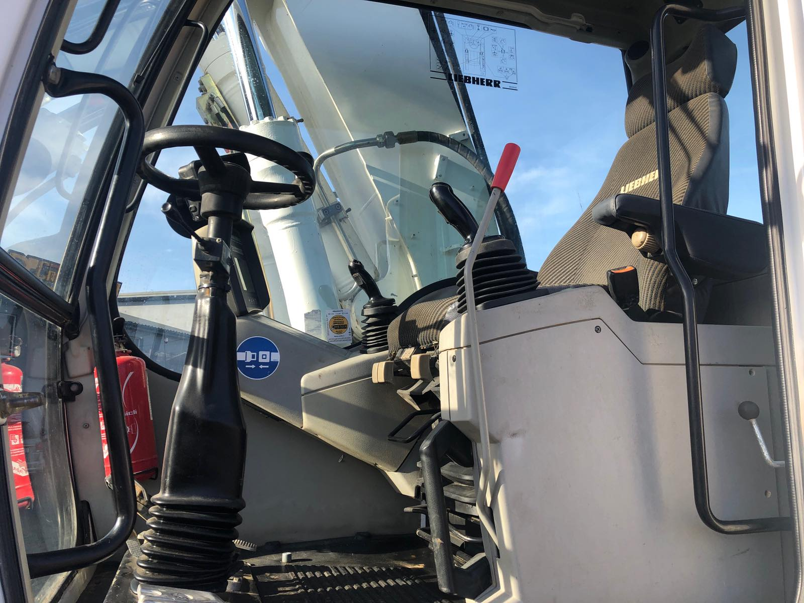 Фото №23 - Колесный экскаватор Liebherr A900 (A 900) 2012 г.